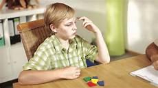 adhs bei kindern ads adhs bei kindern einf 252 hrung und therapie