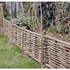 bordure de jardin en bois piquet cl 244 ture bois chataignier