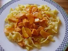 Bandnudeln Mit Lachs Zucchini Tomatensauce Rezept Mit