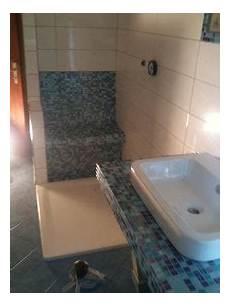 dusche mit sitzbank dusche mit integrierder sitzbank waschtisch variation fliesen fliesenleger gutachter