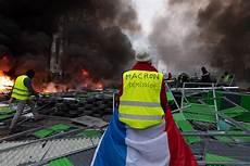 blocage gilets jaunes lyon gilets jaunes le direct violences et blocages ce samedi