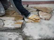 terrasse anlegen untergrund terrassenplatten verlegen schritt f 252 r schritt anleitung bauen de