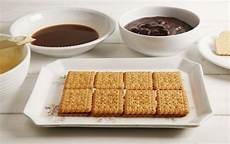 crema pasticcera con biscotti sbriciolati ricetta torta con biscotti secchi e crema pasticcera cucchiaio d argento