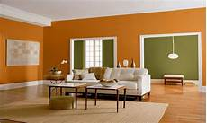 farbe wand wohnzimmer green wall living room orange and green wall color for