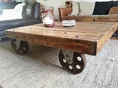 roue en fer pour table basse table basse industrielle palette roues m 233 tal d cosmose