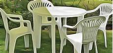 table et chaise de jardin plastique table ronde pour exterieur en plastique avec 4 chaises