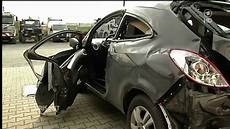 Auto Quot Auseinandergefologen Quot Explodiert Wegen Deospray
