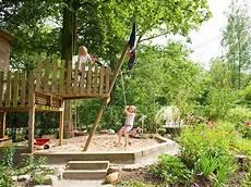 spielplatz für garten die besten 25 outdoor spielplatz ideen auf