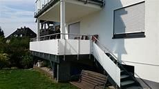 enders unterbau balkon mit unterbau unter verwendung eines