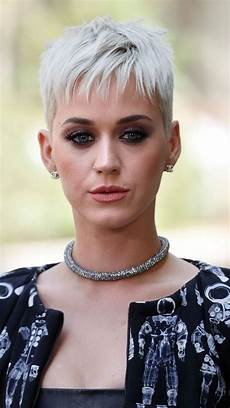 katy perry kurze haare blond buzz cara delevingne katy perry rock icy cuts