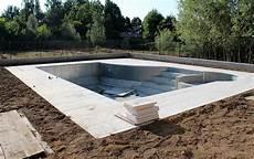 prix piscine creusée prix d une piscine enterr 233 e