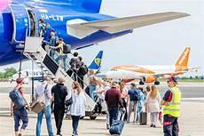 flugh 228 fen berlin ziehen millionen bilanz zum ferienende