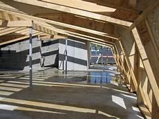 dachkonstruktionen aus holz steiles dach auf altem amt dach holzbau