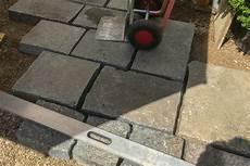 terrassenplatten verlegen so terrassenplatten verlegen darauf sollten heimwerker