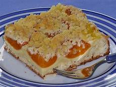 aprikosenkuchen mit streusel aprikosen vanillecreme streusel blechkuchen rezept mit