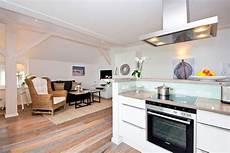offener küchen wohnbereich quot offener wohnbereich mit k 252 che quot upstalsboom ferienwohnungen in der villa rheingold k 252 hlungsborn