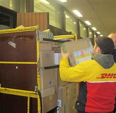 paketzustellung post schiebt 220 berstunden an den