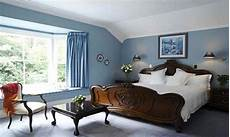 what color goes with light blue bedroom colors blue carpet decorating with blue carpet bedroom