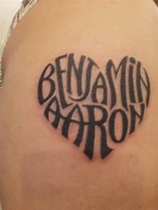 tatouage coeur prenom tatouage femme 2 prenoms en forme de coeur tatouage femme