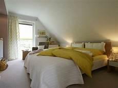 schlafzimmer einrichten mit schräge feng shui schlafzimmer 20 beispiele archzine net