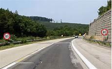 ende einer autobahn fahrschule f 252 rb 246 ck in m 246 dling geschwindigkeitsbeschr 228 nkung