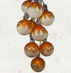 beleuchtete weihnachtskugeln fürs fenster weihnachtsdekoration beleuchtet glaskugelschmuck