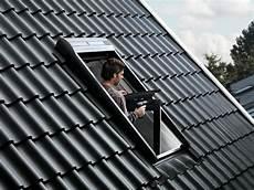 volet roulant velux solaire prix volet roulant solaire velux une installation en toute