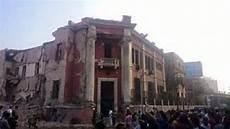 consolato italiano in egitto esplosione al cairo colpito consolato italiano