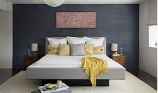 how to give character to a bedroom with a painting