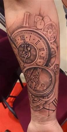 tatouage montre a gousset avant bras le tatouage sur le bras d alexy pendant le cezanne