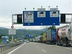 Neue Abfertigung Entlastet A5 Vom Lkw Stau Nicht Aber Die