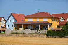 stadtvilla mit garage und zweigeschossige stadtvilla mit keller und gemauerter
