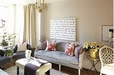 wandfarbe sand wohnzimmer gray velvet settee contemporary living room meredith