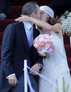 matrimonio vasco messi vai ao casamento de iniesta acompanhado da namorada