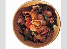 clams with chili and basil_image