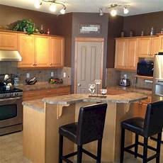 maple kitchen cabinets and wall color maple kitchen