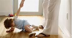 Am Arm - kinder nicht am ellbogen ziehen baby und familie