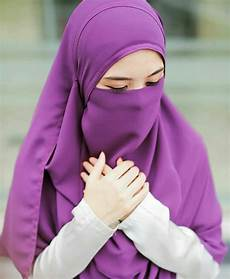 Menjadi Wanita Muslimah Menjadi Wanita Muslimah