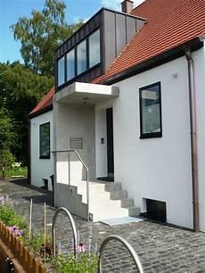 Sehr Moderne Und Schlichte Eingangssituation Mit Treppe