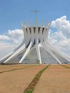 kathedrale brasília file cathedral brasilia niemeyer jpg