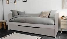 matelas lit gigogne banquette lit gigogne en pin massif 80x200 avec matelas