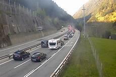 Stau Gotthard Aktuell - zehn kilometer stau vor gotthard news panorama