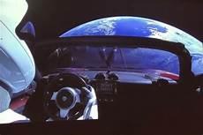 tesla dans l espace vid 233 o tesla lance la premi 232 re voiture dans l espace l