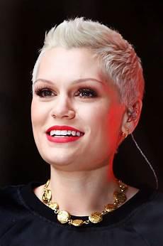 image result for coupe de cheveux tres tres court femme