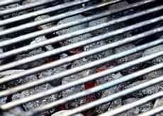 Grillrost Reinigen Rost Gusseisen Im Grill S 228 Ubern