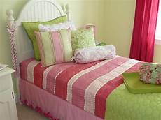 Bedroom Ideas Green And Pink by 8 Green Bedroom Decorating Ideas For Frances Hunt