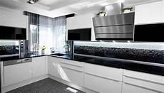 küchen schwarz weiss glaszone kristallglaselemente das gewisse funkeln im raum