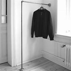 Kleiderstange Einfach An Der Wand Befestigt Clothes