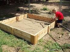 sandkasten aus baumstämmen bauen sandkasten bauen die leichteste anleitung 25 kreative
