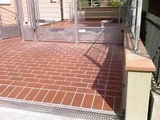 mattonelle per terrazzi mattonelle per esterno prezzi home design ideas home